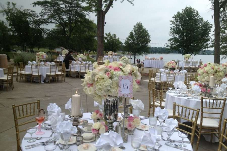 Outdoor weddings at Lake Lawn Resort